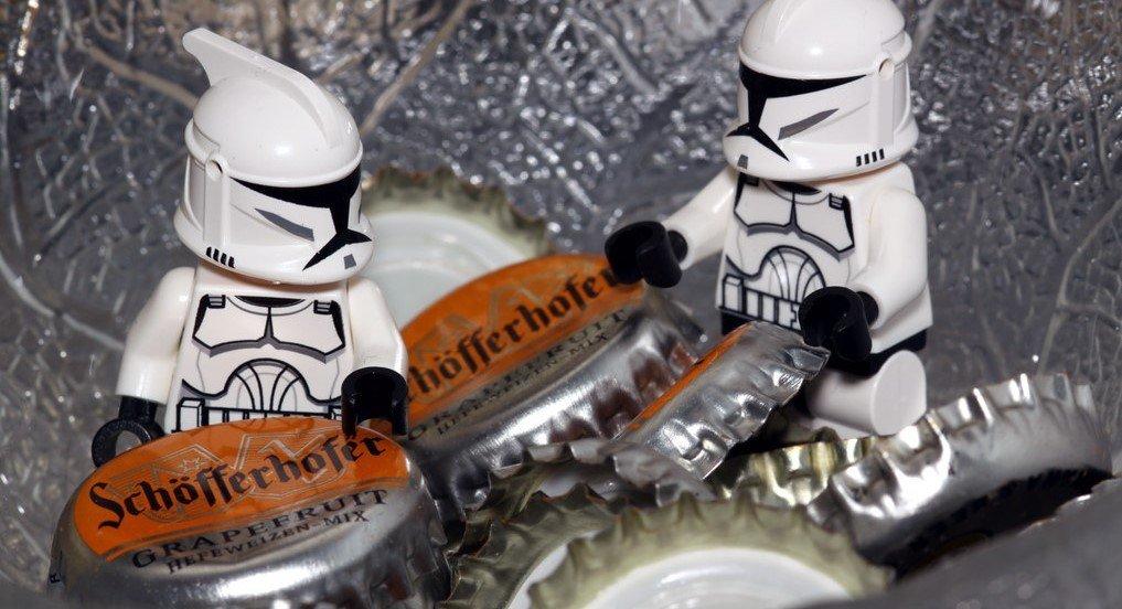 Clones et capsules de bière alcoolisée