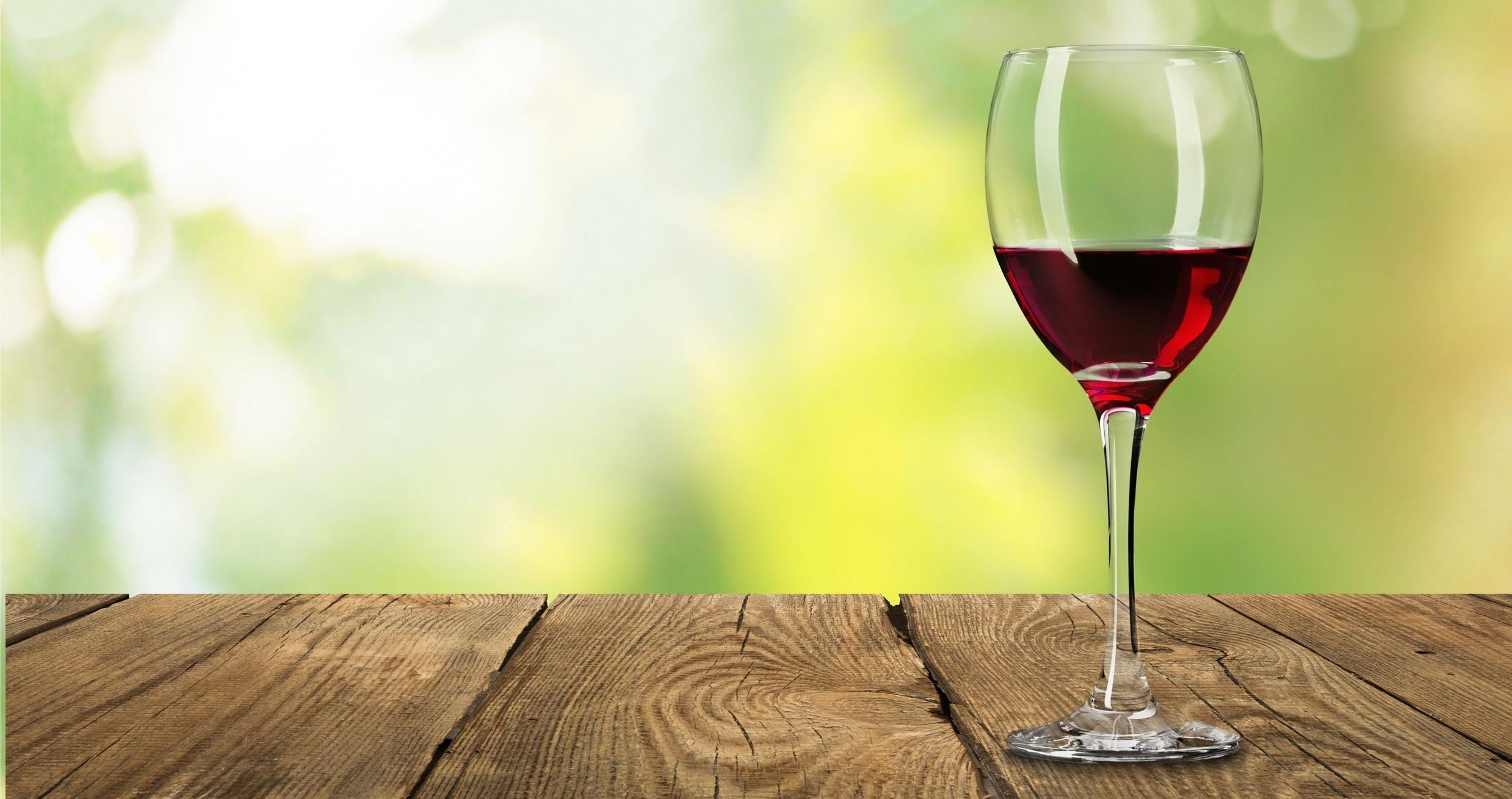 Vin, verre, rouge.