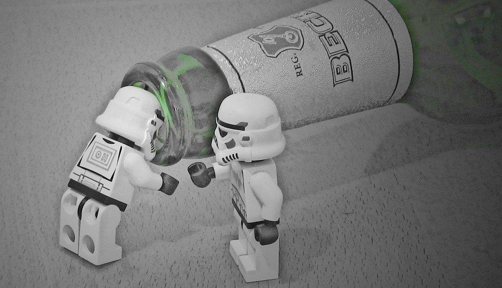 Des LEGO et une bière